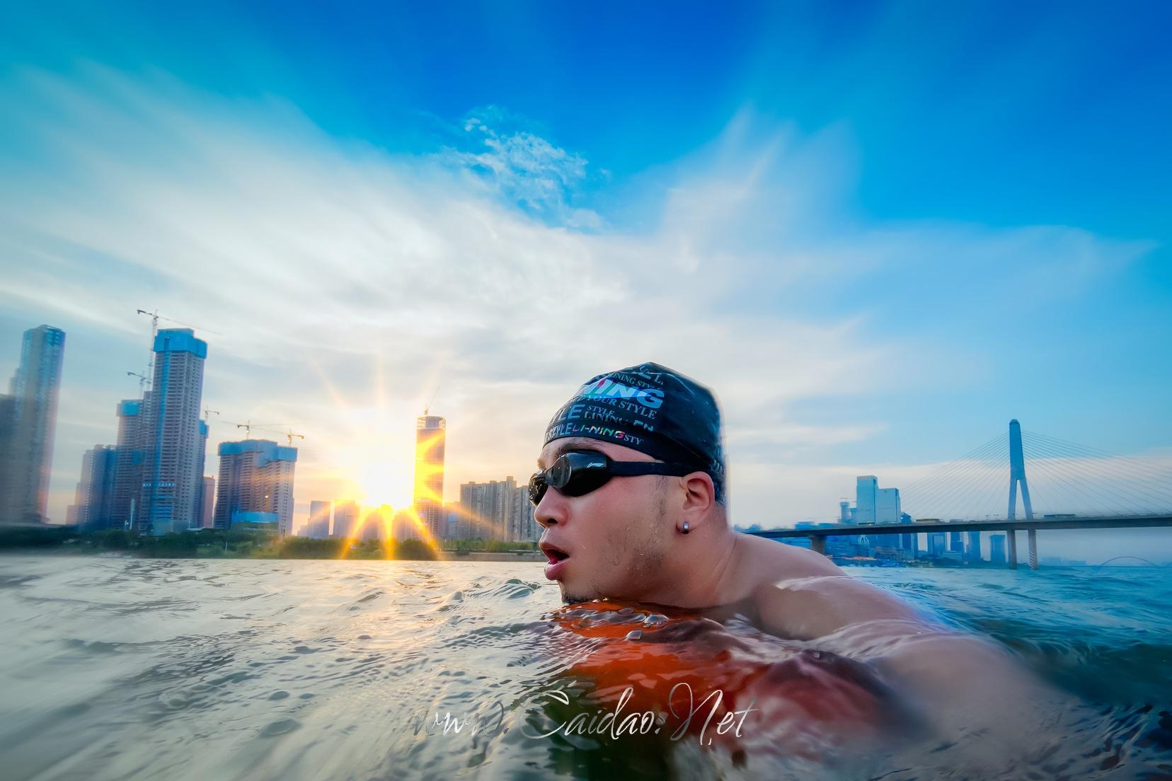 游泳爱好者李银华的游泳照片